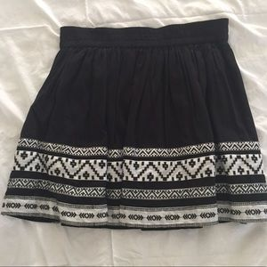 Black and white Vince Camuto skirt